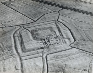 De contouren van wat eens Oudt Haerlem was, zijn vanuit de lucht goed zichtbaar.