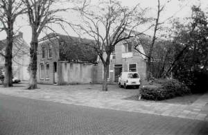 woning en bollenschuur Pieter van der Ploeg; gebouwd 1901; bollenbedrijf gestopt 1957; huis verbouwd tot Volksmuziekschool; schuur werd opslag Gemeente; gesloopt 1981