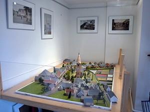 de maquette van het oude Heemskerk in de opgeknapte expositieruimte