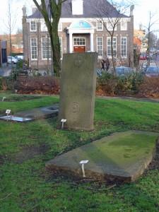 op de voorgrond de zerk van Willem en Klaas van Assendelft (de oudste zerk) en midden links het priestergraf